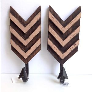 Pair Wooden Arrow Wall Mounted Hooks Pink/Gold